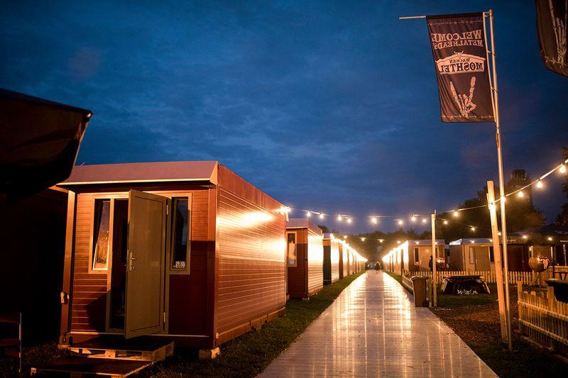 wacken camper park moshtel. Black Bedroom Furniture Sets. Home Design Ideas